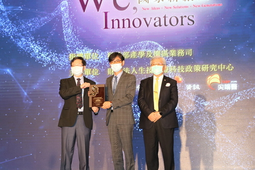Professor Jyh-Wei Lee from the Center for Plasma and Thin Film Technologies won the 17th National Innovation Award(Open new window/jpg file)