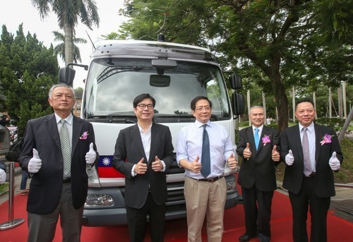 An opening ceremony for the iAuto self-driving bus show car at the Fu Bell, NTU(Open new window/jpg file)